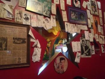 Mamas's Elvis Room Star
